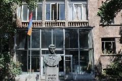 800px-Khachatur_Abovyan_statue_in_Armenia_04